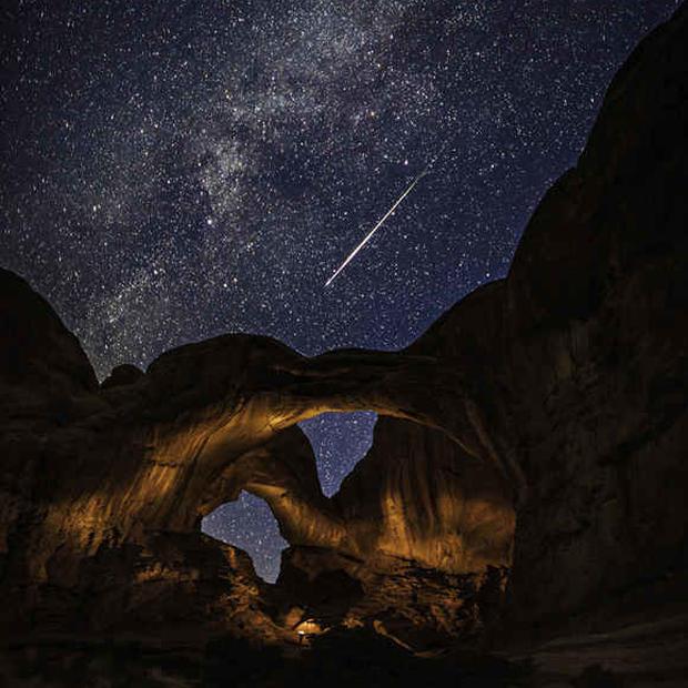 double-arch-perseid-meteor.jpg