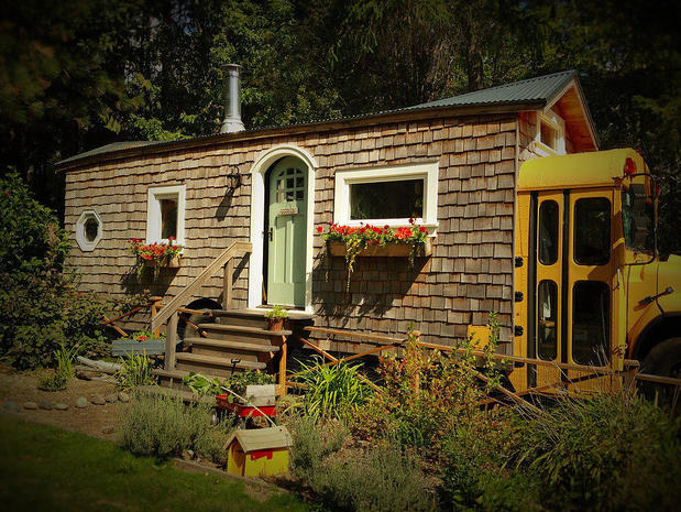 9 bus homes that are way too cool for school cbs news for Housse tyvek camping car