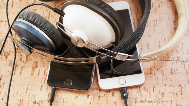 iphones-headphones.jpg