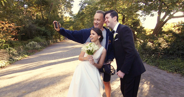 Tom Hanks Surprises Taking Wedding Photos In Central Park Cbs News
