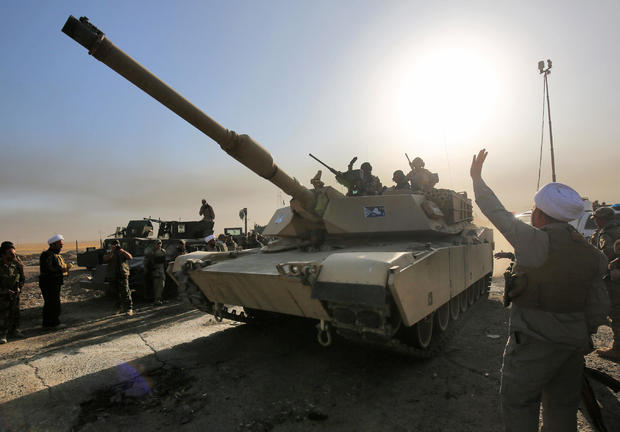 Iraqi forces deploy in the area of al-Shourah, some 20 miles south of Mosul, as they advance towards the city to retake it from ISIS jihadists