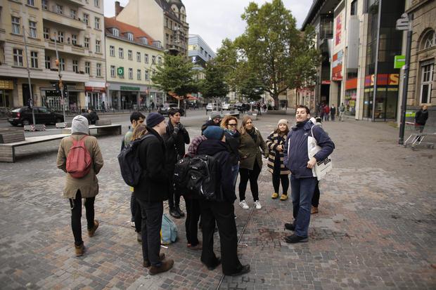 ap-german-refugeetours-2.jpg