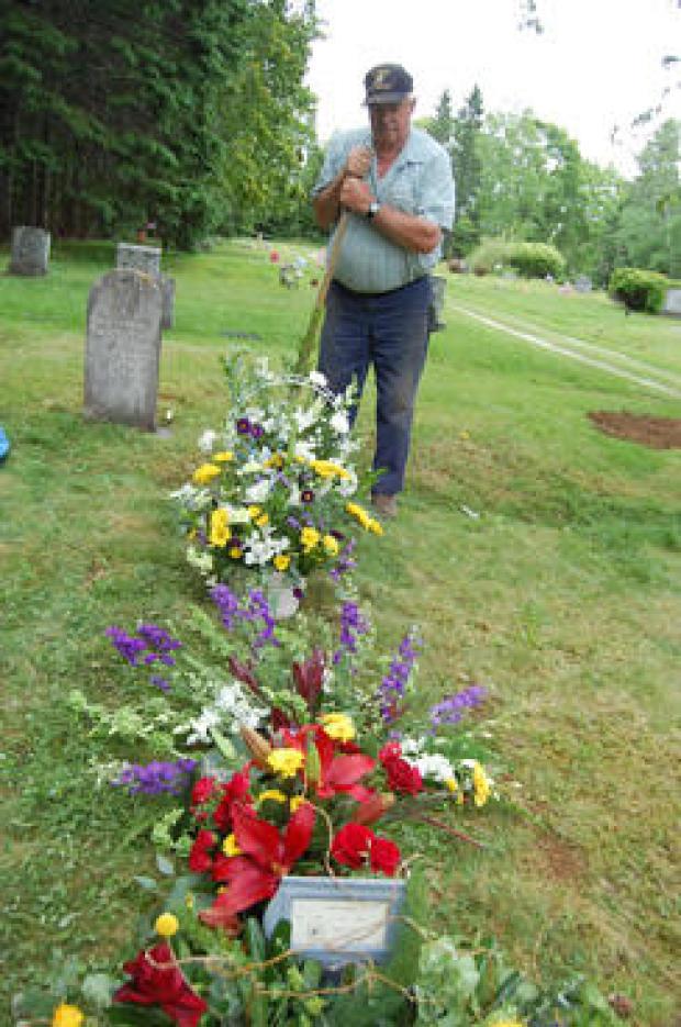 gravedigger-everard-hall-finished-grave-244-0055.jpg