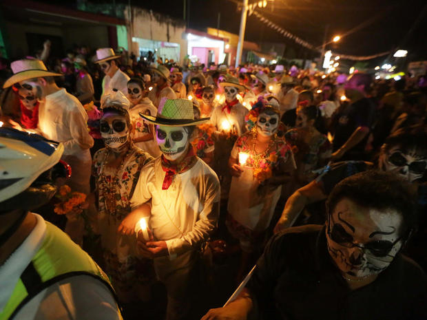 day-of-the-dead-getty-618925448.jpg