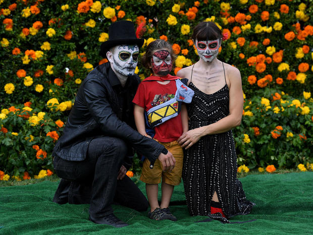 day-of-the-dead-getty-619123728.jpg