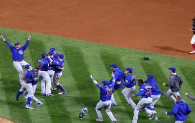 Chicagoans rejoice as Cubs break 108-year-old curse