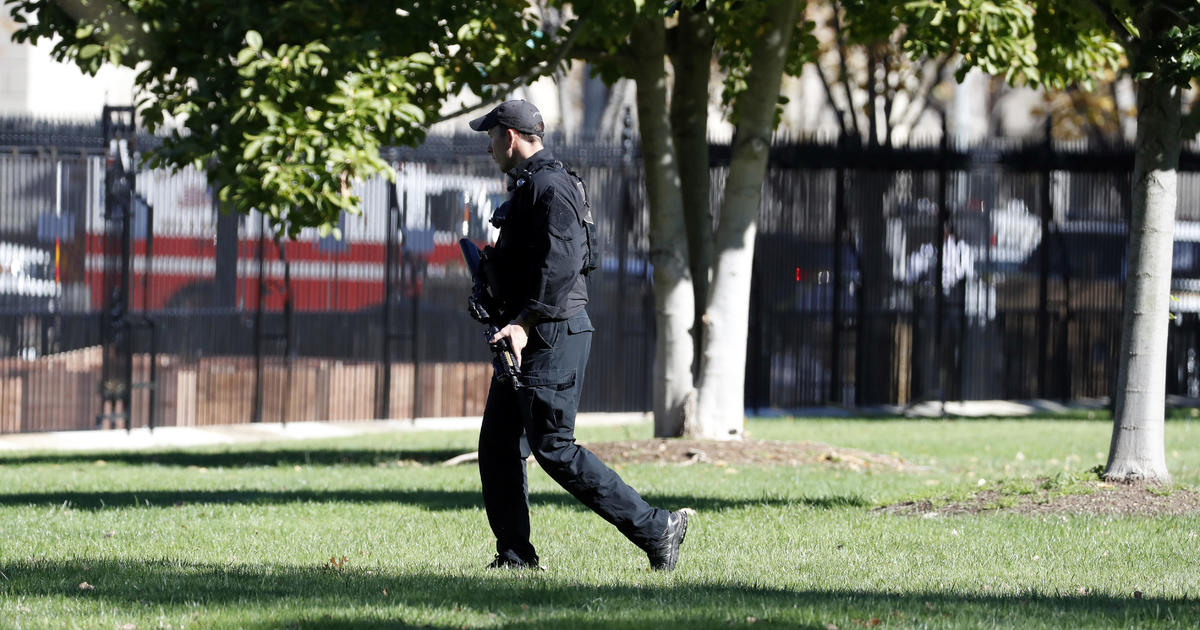 White House lockdown after man with gun on Pennsylvania ...