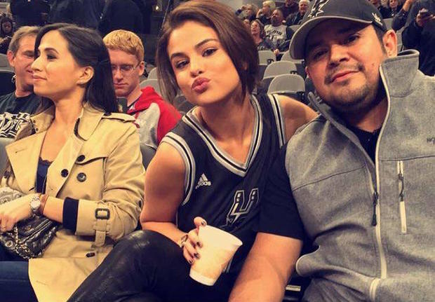 02392fe1d545 San Antonio Spurs: Selena Gomez - Celebrity fans of every NBA team -  Pictures - CBS News