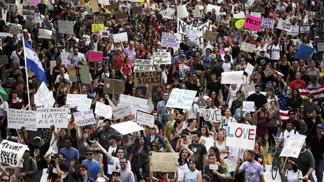 trump-protest-los-angeles-1415766704-ht1ecbc1isu0n-rtrmadp.jpg