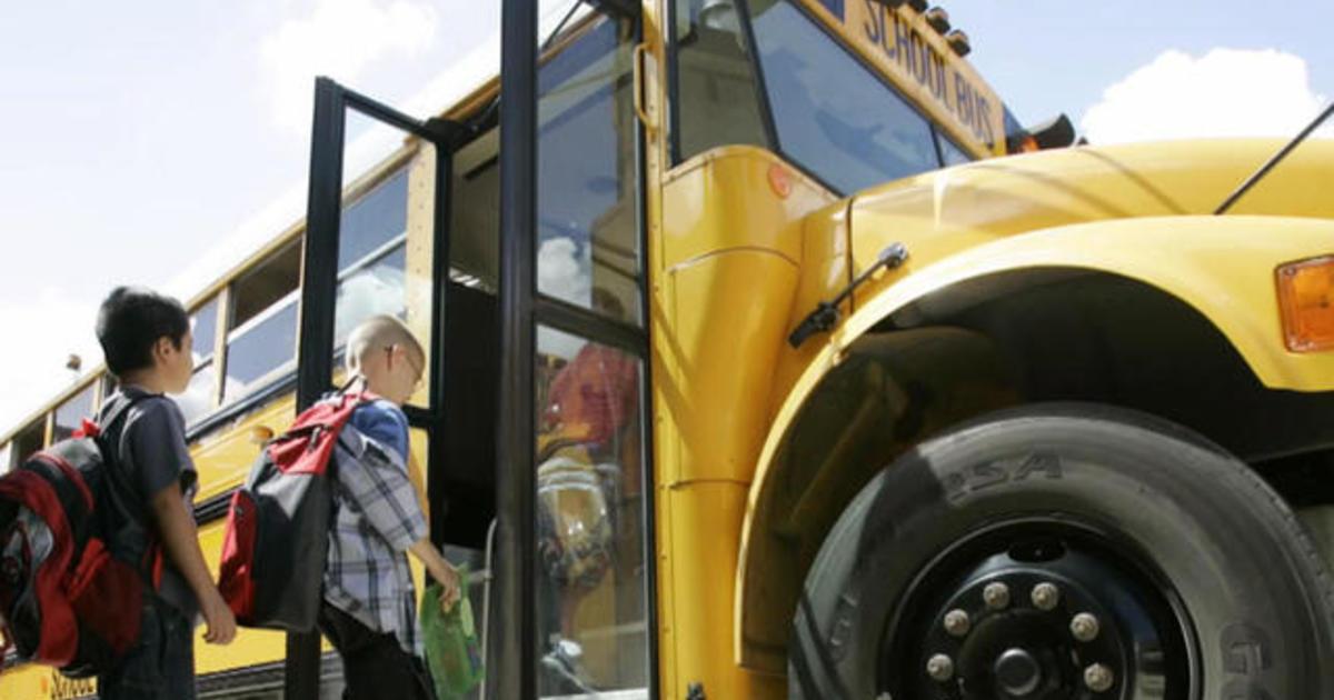Tennessee school bus crash brings light on lack of federal mandate ...