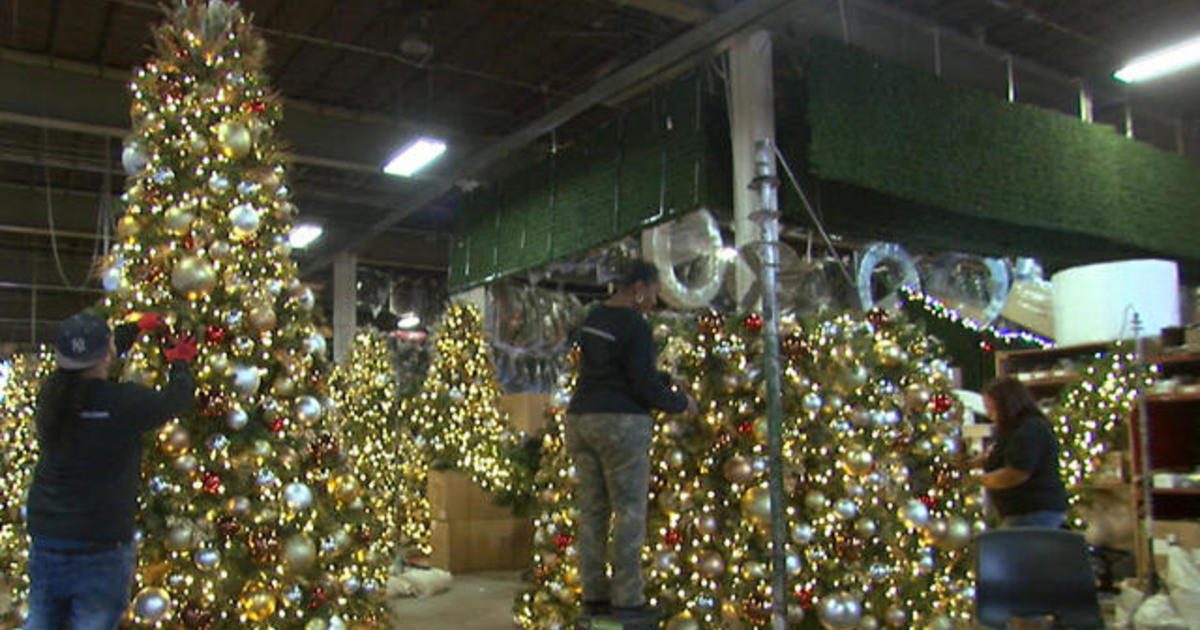 Inside American Christmas The Company Behind New York City S Holiday Displays Cbs News