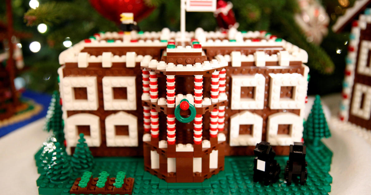 Michelle obama debuts 2016 white house holiday decorations for Decoraciones navidenas para oficinas 2016