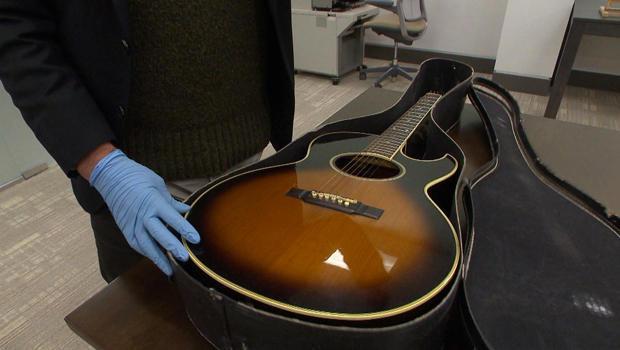 bob-dylan-archive-guitar-620.jpg