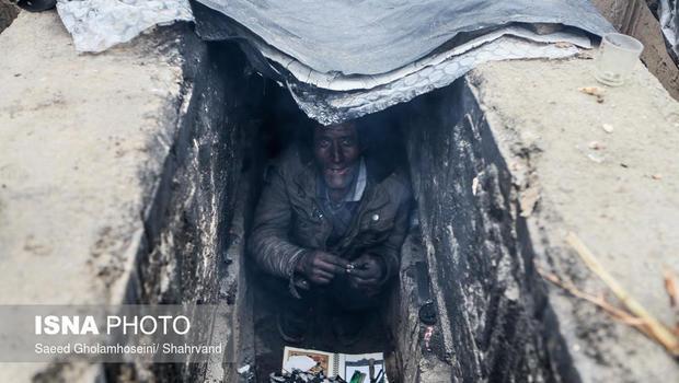 iran-homeless-graves-3.jpg