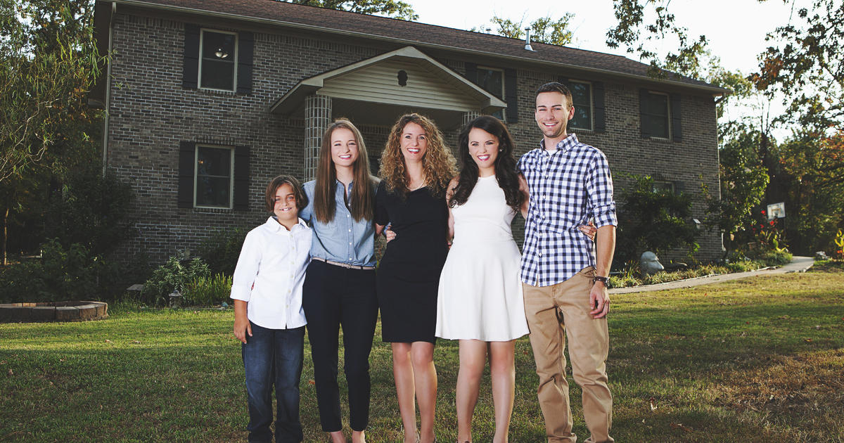 Mother Of Four Builds Home From Scratch After Watching Youtube