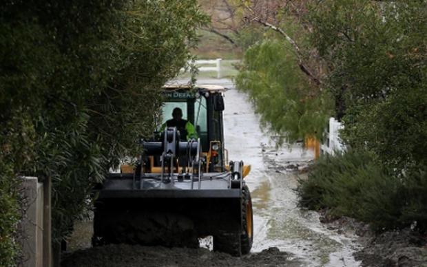 mud-debris-cleared-santa-clarita-calif-012317-heavy-rain.jpg