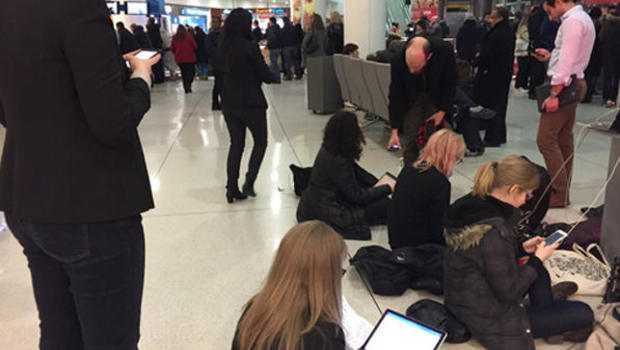 https://www cbsnews com/pictures/protesters-at-u-s-airports-slam