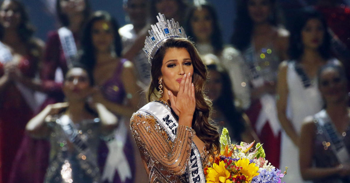 miss france iris mittenaere crowned miss universe in. Black Bedroom Furniture Sets. Home Design Ideas