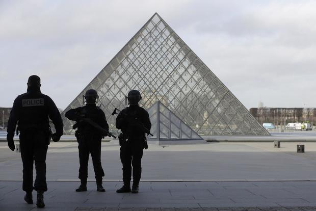 paris-louvre-attack.jpg