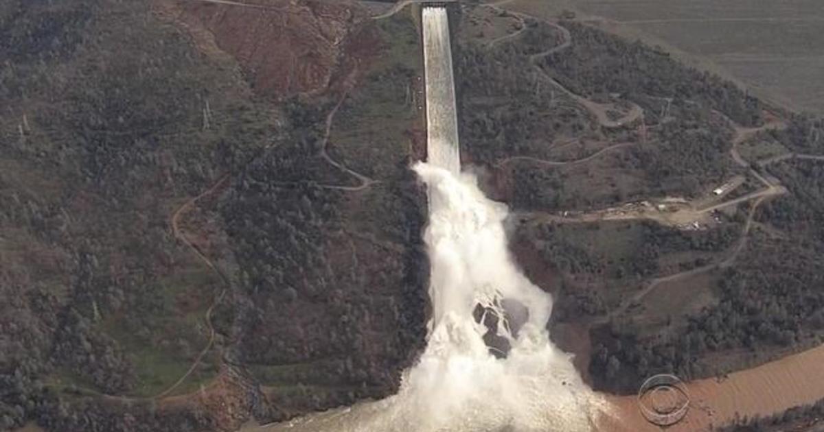 Officials race to repair California's Oroville dam - CBS News
