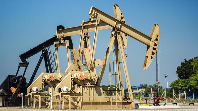 04-north-dakota-oil-pump-istock-503718528.jpg