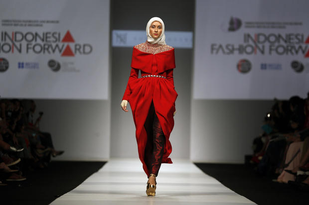 Why The Apparel Industry Is Embracing Muslim Fashion Cbs News