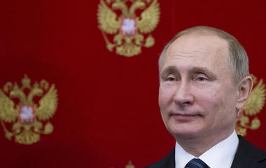 Russia roils Washington, and other MoneyWatch headlines