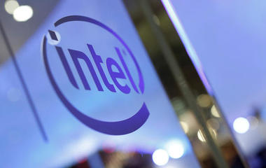 Intel enters self-driving car race, and other MoneyWatch headlines