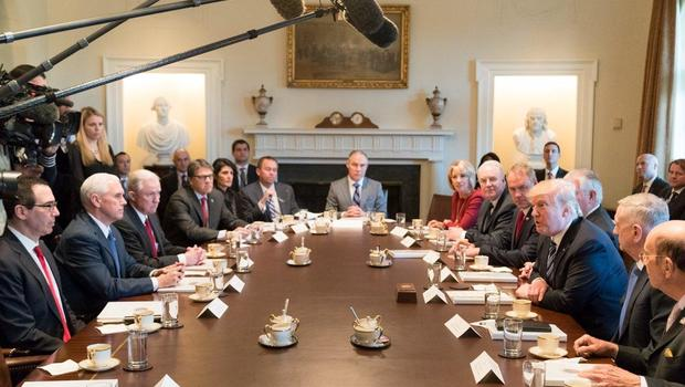 President Trump's first Cabinet meeting lights up social media ...
