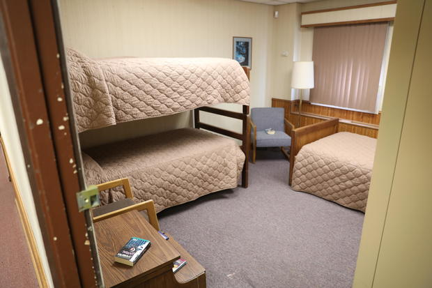 14-photo-credit-jake-barlow-oscar-zero-triple-bedroom.jpg