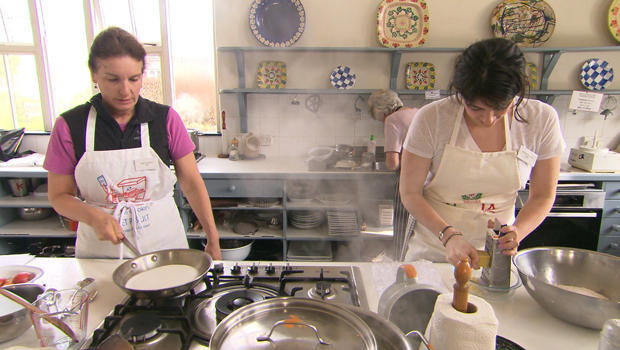 ballymaloe-cooking-school-joan-shumway-jennifer-shumway-in-kitchen-620.jpg
