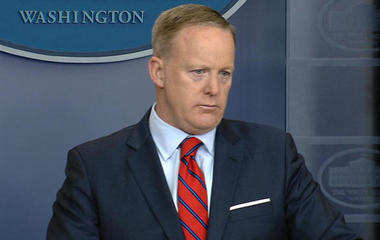 Spicer makes Hitler comment at press briefing