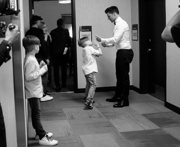 ricky-martin-backstage-with-sons-620.jpg