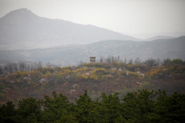 2017-04-17t025416z-1198627143-rc1da51235e0-rtrmadp-3-northkorea-usa-pence-dmz.jpg