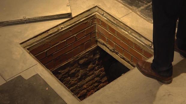 170424-en-phillips-tombs-03.jpg
