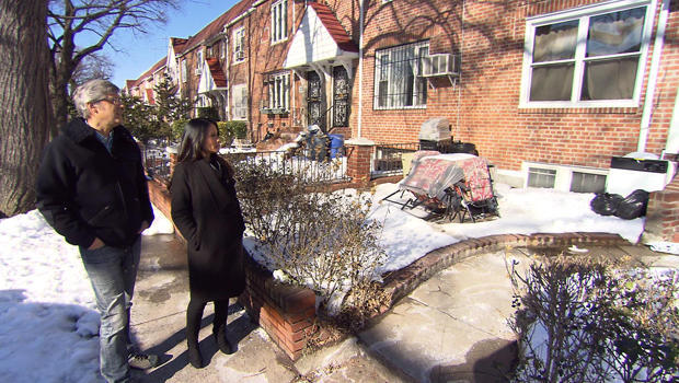 lucy-liu-mo-at-her-childhood-home-in-queens-620.jpg