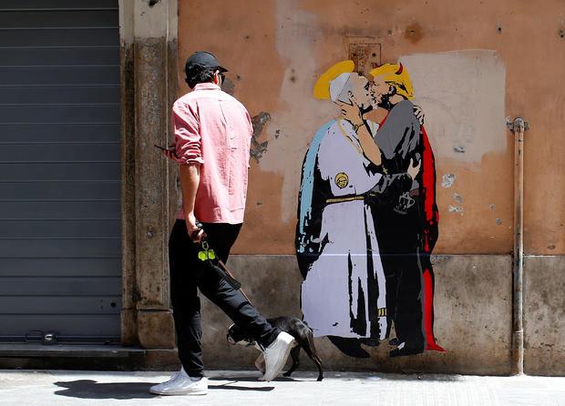 2017-05-11t131911z-374941445-rc1ac3554ab0-rtrmadp-3-pope-trump-mural-kiss.jpg