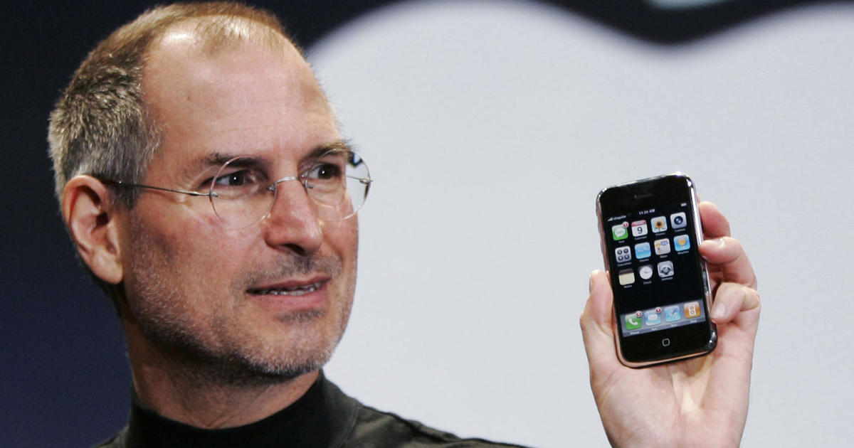 """It had us at """"Hello"""": The iPhone turns 10"""