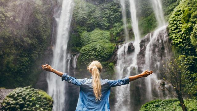 waterfallgirl-1343726-640x360.jpg