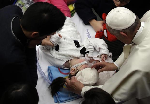 pope-francis-bambino-gesu-hospital-ap-16350477778003.jpg