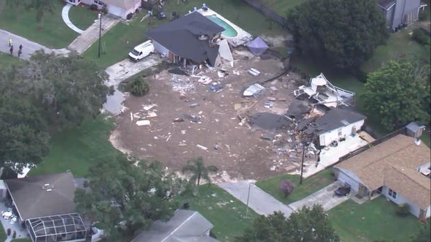 Florida Sinkhole Giant Sinkholes Pictures Cbs News