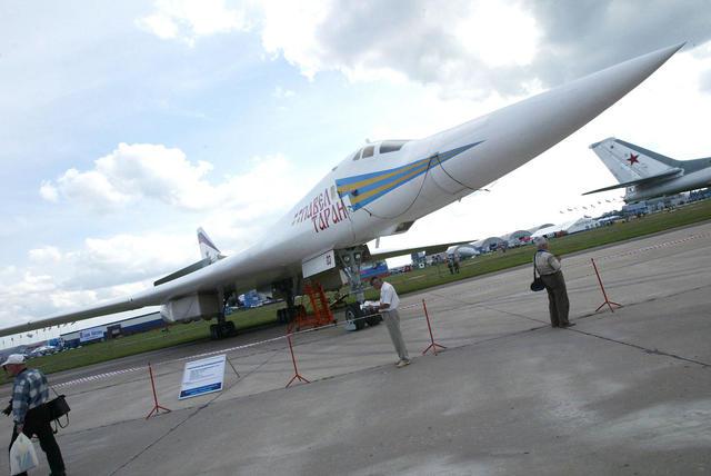 Russia Warplane flies within Whisker of U.S jet - U.S Navy