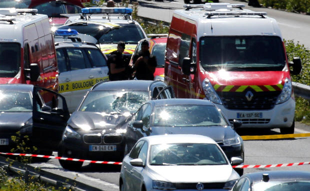 france-paris-car-attack.jpg