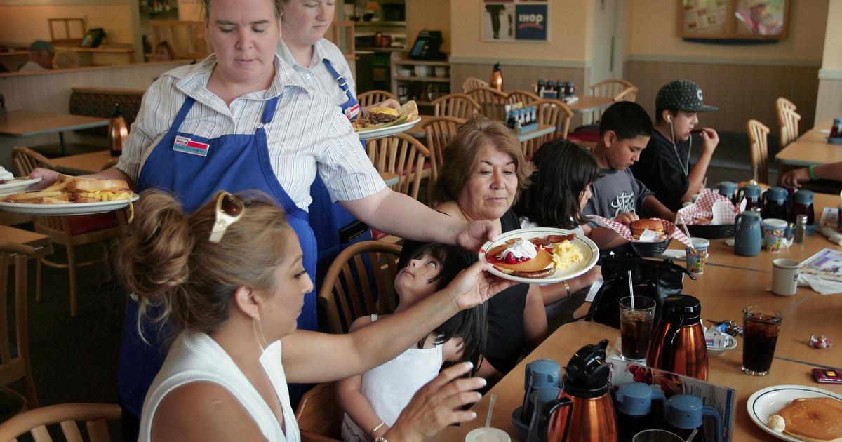 Ihop And Applebees Closing Over 100 Restaurants Cbs News