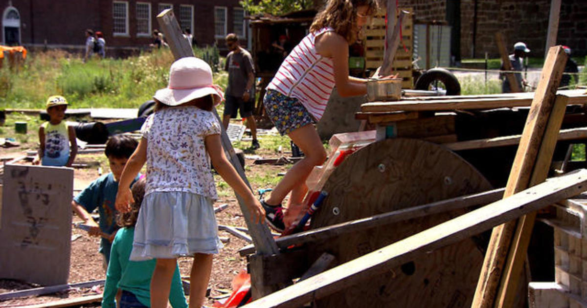 The Junk Playground Of New York City >> Inside New York City S Adventure Playground Where Kids Make The