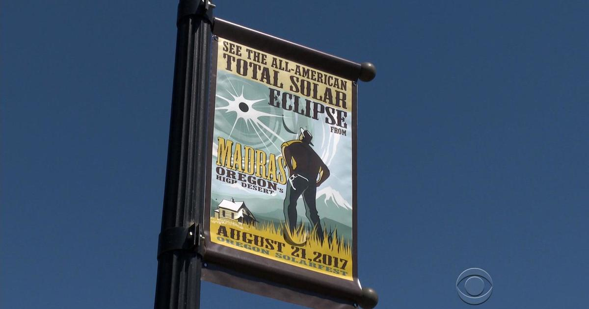 Flot Small Oregon town with prime view of solar eclipse prepares for WJ-43
