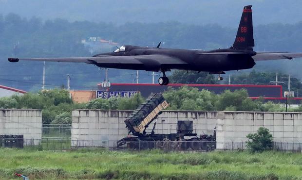 A U.S. Air Force U-2 Dragon Lady takes part in a drill at Osan Air Base in Pyeongtaek