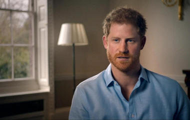 Prince Harry blames paparazzi for car crash that killed his mom