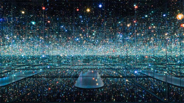 infinity-mirrored-room-the-souls-of-millions-of-light-years-away-by-yayoi-kusama-the-broad-620.jpg