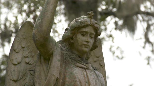 The Ghostly Beauty Of Savannah S Bonaventure Cemetery